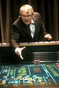 un homme joue à la roulette répresente Psychothérapie des addictions sans substances, vert